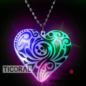COLLAR GIGANTE CORAZON BLANCO DECORADO CON NEGRO LUMINOSO x 10